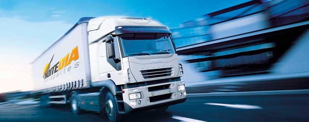 transporte de cargas com carreta